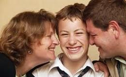 CÓMO COMUNICARSE CON UN ADOLESCENTE